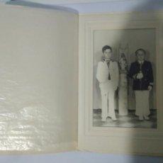 Fotografía antigua: FOTOGRAFIA NIÑOS PRIMERA COMUNION AÑOS 60,MARCO CARTON,CARTILLA,ANDALUCES. Lote 116790316