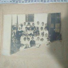 Fotografía antigua: FOTOGRAFIA COLEGIO DE MONJAS,HUERFANOS DE SEVILLA AÑOS 20,ESTA ROTA VER FOTOS. Lote 116791386