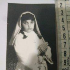 Fotografía antigua: FOTOGRAFIA RECUERDO NIÑA PRIMERA COMUNION,1971,FOTO AÑOS 70. Lote 116792651