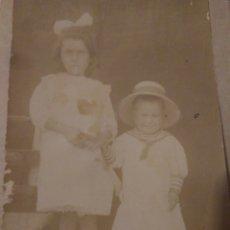 Fotografía antigua: FOTOGRAFIA DE DOS HERMANAS AÑOS 20 SEVILLA ,1922. Lote 116803026