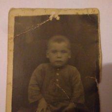 Fotografía antigua: FOTOGRAFIA NIÑO HUERFANO AÑOS 20,EN CARTON. Lote 116803564