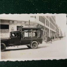 Fotografía antigua: ANTIGUA FOTOGRAFÍA. COCHE FUNERARIO. FUNERARIA. FOTO AÑOS 40.. Lote 117400831