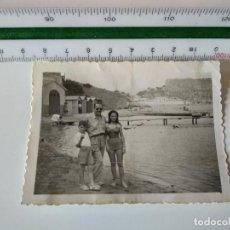 Fotografía antigua: FOTOGRAFIA ORIGINAL ESCENA PLAYA PROBABLE PUERTO POLLENSA, ANTIGUA. Lote 117625131