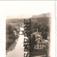 Fotografía antigua: ANTIGUA FOTO, PAMPLONA, RIO ARGA AL PASO POR PUENTE DE LA ROCHAPEA , 1946, 8X12, ORIGINAL. Lote 117638511