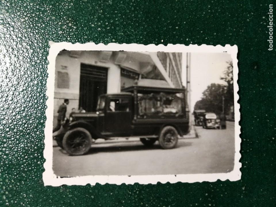 ANTIGUA FOTOGRAFÍA. COCHE FUNERARIO. FOTOS AÑOS 40. ANTIGUO. FÚNEBRE. (Fotografía Antigua - Fotomecánica)