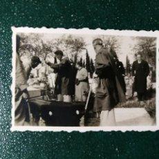 Fotografía antigua: ANTIGUA FOTOGRAFÍA. FUNERAL. ENTIERRO. FOTO AÑOS 40.. Lote 117650571