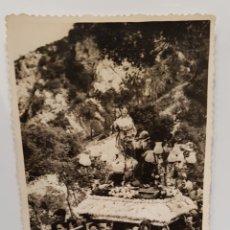 Fotografía antigua: ROMERIA DE LA VIRGEN DE LOS LIRIOS, ALCOY, ALICANTE, ANTIGUA FOTOGRAFIA, FONT ROJA. Lote 117870844