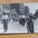 Fotografía antigua: FOTO ANTIGUA FIESTAS. BARCELONA. CINE MAXIMO, YA DESAPARECIDO. (14CM X 8,5CM).. Lote 137412422