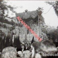Fotografía antigua: SEMANA SANTA SEVILLA, AÑOS 70, PALIO DE LA ESPERANZA MACARENA, 105X75MM. Lote 118449343