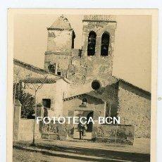 Fotografía antigua: FOTO ORIGINAL VALLDOREIX SANT CUGAT IGLESIA SANT CEBRIA AÑOS 50. Lote 118541715