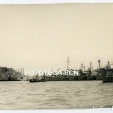 Fotografía antigua: FOTO ORIGINAL PUERTO DE BARCELONA BARCO DE GUERRA BUQUE NAVIO AÑOS 50/60. Lote 118549783