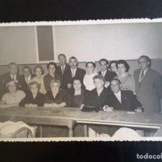 Fotografía antigua: FOTO GRUPO PERSONAJE - FOT. MONTOLIO (MADRID) 22-9-1956. Lote 118609599