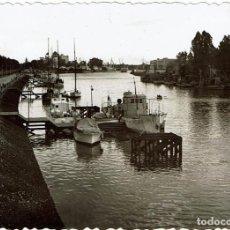 Fotografía antigua: FTO. DESDE ORILLA RIO GUADALQUIVIR. SEMANA SANTA DE 1956. SEVILLA.. Lote 118799871