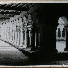 Fotografía antigua: FOTO ANTIGUA ORIGINAL E INEDITA. SANTILLANA DEL MAR 4 . FOTOS. AÑO 1956. MEDIDAS 102 MM X 72 MM.. Lote 118853175