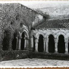 Fotografía antigua: FOTO ANTIGUA ORIGINAL E INEDITA. SANTILLANA DEL MAR 5 . FOTOS. AÑO 1956. MEDIDAS 102 MM X 72 MM.. Lote 118853203