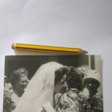 Fotografía antigua: FOTOGRAFIA FOTO BODA MUJER CASANDOSE.AÑOS 60. Lote 119275127