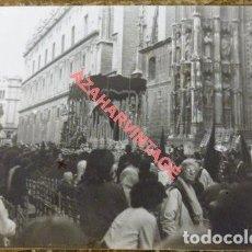 Fotografía antigua: SEMANA SANTA SEVILLA, 1966, PALIO DE LA VIRGEN DEL ROCIO, 105X75MM. Lote 119476731