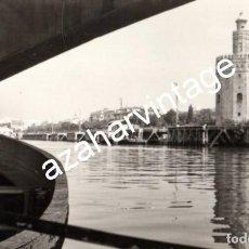 Fotografía antigua: SEVILLA, ANTIGUA FOTOGRAFIA, RIO GUADALQUIVIR Y TORRE DEL ORO, 14X9 CMS. Lote 119700907