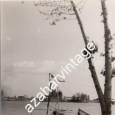Fotografía antigua: SEVILLA, 1966, EL RIO GUADALQUIVIR A SU PASO POR CORIA DEL RIO, 90X140MM. Lote 119845995
