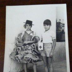 Fotografía antigua: CURIOSA FOTOGRAFÍA COLECTA PRO CRUZ ROJA. BADAJOZ.. Lote 120134639