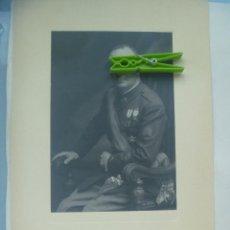 Fotografía antigua: FOTO GENERAL MEDALLA MILITAR INDIVIDUAL , HEROE OVIEDO, COLECTIVA . DE KAULAK .. 26 X 39 CM. Lote 120317659