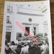 Fotografía antigua: SEMANA SANTA SEVILLA, ANTIGUA FOTOGRAFIA, LA RESURRECION POR MONTESION, 75X105MM. Lote 120449451
