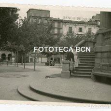 Fotografía antigua: FOTO ORIGINAL PAMPLONA PLAZA DEL CASTILLO AÑO 1957. Lote 120717919