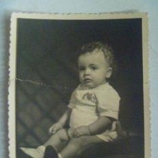 Fotografía antigua: BONITA FOTO DE ESTUDIO DE BEBE, AÑOS 50. DE SARRACER , SEVILLA. Lote 171992617