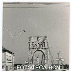 Fotografía antigua: FOTO ORIGINAL AMPOSTA PUENTE SOBRE EL RIO EBRO AÑOS 60. Lote 121342939