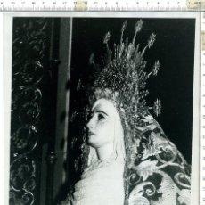 Fotografía antigua: FOTOGRAFIA DE LA VIRGEN MADRE DE DIOS DE LA PALMA , SEMANA SANTA DE SEVILLA 18 X 24. Lote 121541395