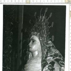 Fotografía antigua: FOTOGRAFÍA DE LA VIRGEN MADRE DE DIOS DE LA PALMA , SEMANA SANTA DE SEVILLA 18 X 24. Lote 121541767