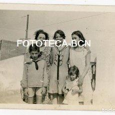 Fotografía antigua: FOTO ORIGINAL BARCELONA GRUPO DE PERSONAS AZOTEA FINCA CALLE JOAN BLANQUES GRACIA AÑO 1929. Lote 121719247