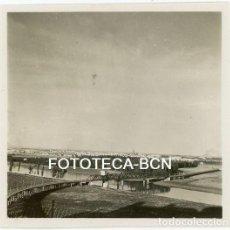 Fotografía antigua: FOTO ORIGINAL SEVILLA PUENTE SOBRE EL RIO GUADALQUIVIR AÑO 1951. Lote 121729179