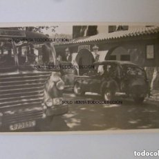 Fotografía antigua: FRONTERA ADUANA LA JONQUERA GIRONA BUS COCHE FOTO ANTIGUA ORIGINAL AÑOS 60. Lote 121734275