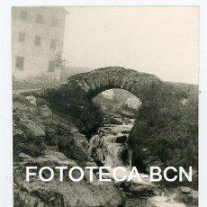 Fotografía antigua: FOTO ORIGINAL VALL DE NURIA PUENTE DE PIEDRA TORRENTE AÑOS 50/60. Lote 121735955