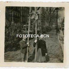 Fotografía antigua: FOTO ORIGINAL BARCELONA PS SANT JOAN DOMINGO DE RAMOS TRANVIA AÑOS 40. Lote 121736595