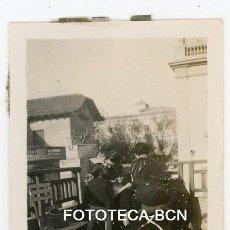 Fotografía antigua: FOTO ORIGINAL POSIBLEMENTE BARCELONA TERRAZA ARQUITECTURA MODERNISTA COCHE A PEDALES AÑOS 20/30. Lote 121737271