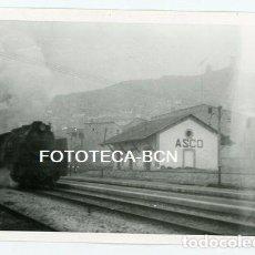 Fotografía antigua: FOTO ORIGINAL ASCÓ ESTACION DE TREN FERROCARRIL LOCOMOTORA TARRAGONA AÑOS 60. Lote 122097087