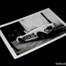 Fotografía antigua: FOTOGRAFÍA ORIGINAL PRENSA AUSTIN HEALEY 3000 RELOJES MOERIS, VOLTA CATALUÑA 1964. 13 X 9 CMS.. Lote 122153515