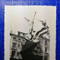 Fotografía antigua: ANTIGUA FOTOGRAFIA. FALLA PLAZA DEL DOCTOR COLLADO. FALLAS DE VALENCIA. FOTO AÑO 1960.. Lote 122231239