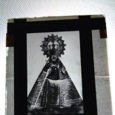 Fotografía antigua: EXTREMADURA NTRA SRA DE GUADALUPE PATRONA ANTIGUO CLICHE NEGATIVO EN VIDRIO. Lote 122999703