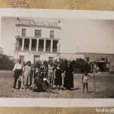 Fotografía antigua: ANTIGUA FOTOGRAFÍA. AL FONDO, CASA DEL ESCRITOR VICENTE BLASCO IBÁÑEZ. FOTO AÑOS 30/40.. Lote 124321159