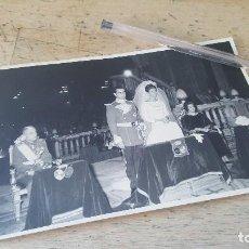 Fotografía antigua: BODA DE TESA DE BAVIERA CON ALFONSO MARQUEZ, PADRINO INFANTE JOSE EUGENIO DE BAVIERA, 17 X 11 CM. . Lote 151894336