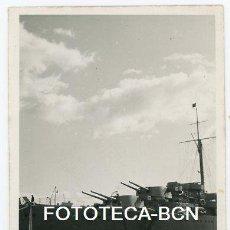 Fotografía antigua: FOTO ORIGINAL CRUCERO CANARIAS BARCO GUERRA ARMADA ESPAÑOLA POSIBLEMENTE PUERTO DE BARCELONA AÑOS 50. Lote 124613671