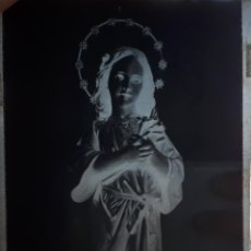 Fotografía antigua: ANTIGUO CLICHÉ DE LA VIRGEN NIÑA PATRONA DE AMPUERO CANTABRIA NEGATIVO EN CRISTAL. Lote 125168359