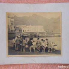 Fotografía antigua: TENERIFE.FOTO LA MASCOTA. PESCADORES EN EL PUERTO.AÑOS 20.. Lote 125938199