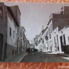 Fotografía antigua: ALICANTE.FOTO 10´5X7 CM, SIN FOTÓGRAFO, DESCONOZCO LA CALLE, 1961.. Lote 125954103