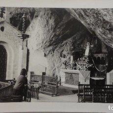 Fotografía antigua: ANTIGUA FOTOGRAFIA.INTERIOR SANTUARIO COVADONGA AÑOS 60. Lote 126205723