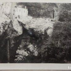 Fotografía antigua: ANTIGUA FOTOGRAFIA.COVADONGA AÑOS 60. Lote 126205899