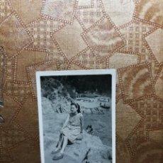 Fotografía antigua: ANTIGUA FOTOGRAFÍA. PLAYA SANTA CRISTINA LLORET DE MAR. PROVINCIA DE GERONA. FOTO AÑOS 40.. Lote 126213051